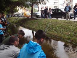 Състезание по риболов за деца и възрастни