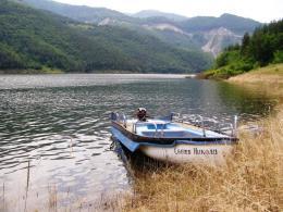 за риба с лодка из язовира